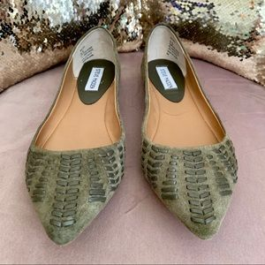 Steve Madden green suede/leather woven flats #210